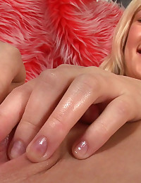 Julia's Gynecologic Exam and Orgasmic Juices Close-Up! Julia