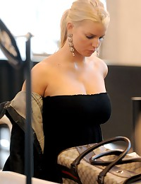 Jessica shows off her huge tits in this small top!