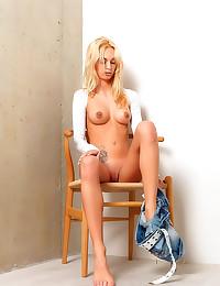 Slender blonde erotic solo st...