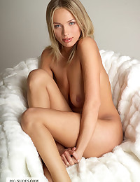 Sexy Anastasia is rubbing her fabulous body on white smooth fur and enjoys the feeling it creates.
