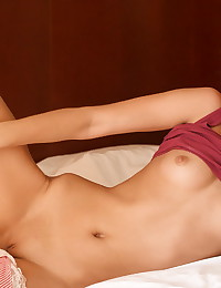 Sasha Blonde - Blue-eyed blonde kitty demonstrates her perfectly smooth young body