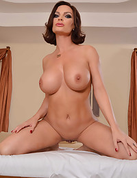 Hot brunette massage client nailed