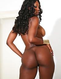 Foxy Ebony Beauty Ready For Cock