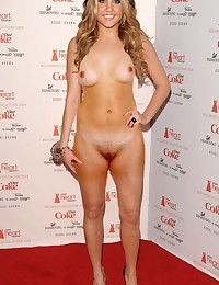 Sexy young Amanda Bynes gets totally nude!