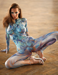 The body paint ensures that his is genuine nude art.