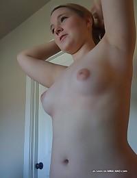 Photos of naked chicks posing