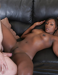 Niya Loves To Taste Black Cock