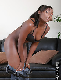 Niya Loves To Taste Black Cock