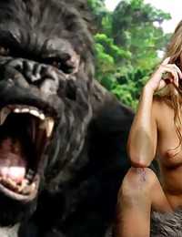 Even King Kong knows that Naomi Watts is a very sexy thing!