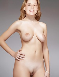 Nude Jenna Fischer loves to show her sexy boobies!