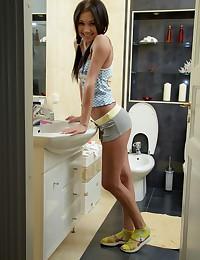 Camila turns her bath into a hot masturbation show