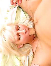 Deepthroating girl anal sex
