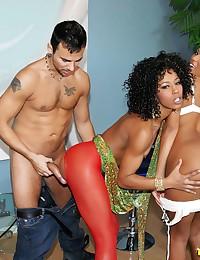 Arousing lesbian threesome scene