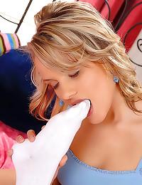 Incredible toe sucking lesbian porn