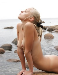 Drop-dead-gorgeous blonde bares it all at the beach.