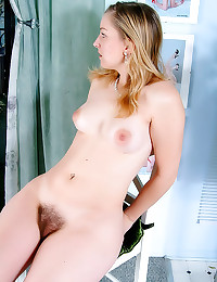 Solo hairy cunt girl