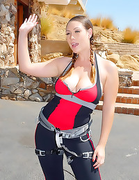 Curvy babes go hiking and fuc...