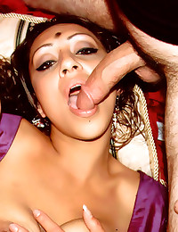 Indian babe is a hot cocksuck...