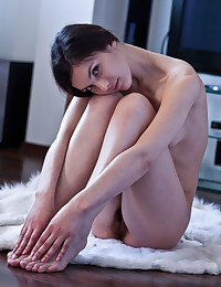 Tight Bodied Beauty Spreads Hairy Cunt