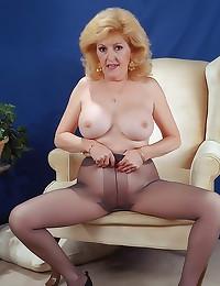 Pantyhose mature has big tits