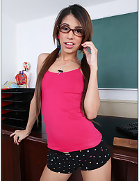 Nerdy Veronica Shows Her Yummy Buns