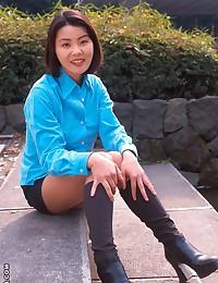 Natural boobs on Asian hottie