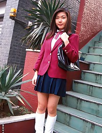 Schoolgirl Asian likes cock
