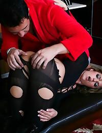 Sexy girl in black worships c...