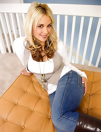 Sarah Vandella in POV handjob