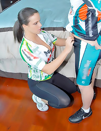 Dude fucks sporty milf