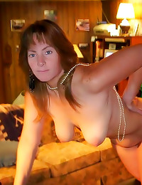 Amateur women with curves model
