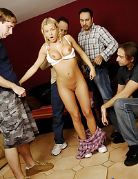 Cutie Bree Olson gets off four guys in a blow bang