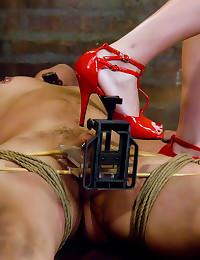 Dominant latex mistress is ho...