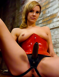 Dominant latex mistress is ho...