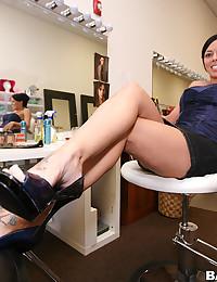 Slender Beauty Rachel Flaunts Her Goods