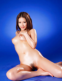 Oiled Mouth Watering Asian Poses Nude