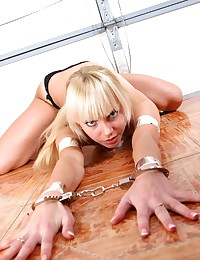 Young seductress gets her han...