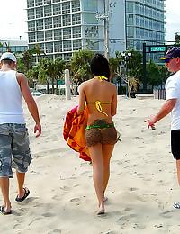 Boating blowjob with bikini babe