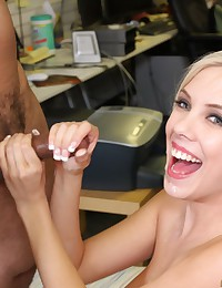 Smiley Blond Has The Perfect Body