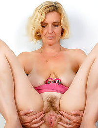 Blonde mature and hairy cunt