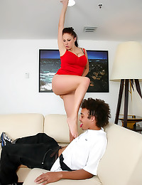Curvy Gianna Michaels sexy fo...