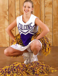 Cute smile on teen cheerleade...