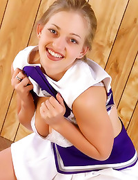 Cute smile on teen cheerleade...