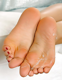 He cums on her soles