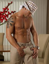 Hot solo posing stud