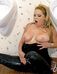 Horny chubby big titty slimeslut masturbating puss