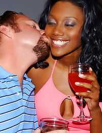 He jizzes her black face