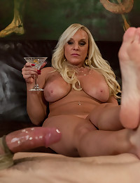 She uses the slave?s cock