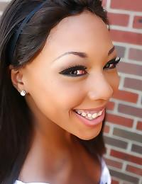 Black girl likes gloryhole di...