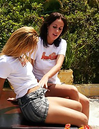 Inked up amateur standing up to get fist fucked outdoors